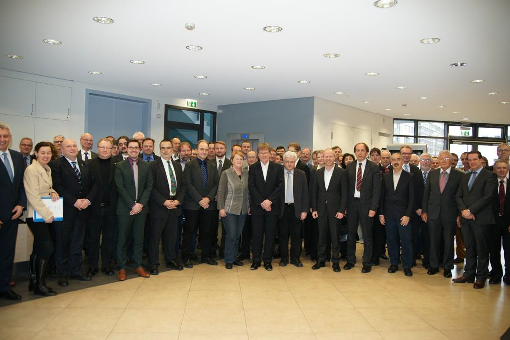"""Vertreter von 55 deutschen Industrieforschungsinstituten unterzeichneten in Berlin die Gründungsurkunde der Forschungsgemeinschaft """"Konrad Zuse"""" (Quelle: Michael Pochanke)"""